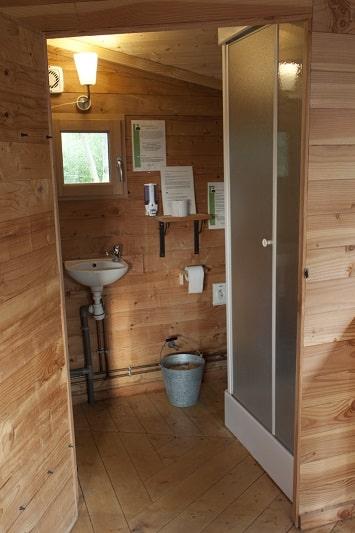Cabane sur l'eau avec salle de bains