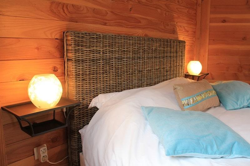 cabane sur l 39 eau libellule une cabane romantique au family ecolodge. Black Bedroom Furniture Sets. Home Design Ideas