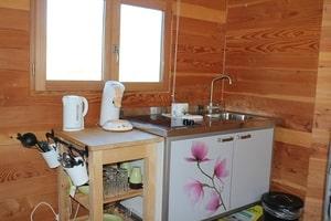 Cabane dans les arbres avec cuisine