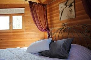 Cabane dans les arbres romantique