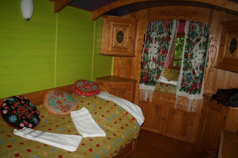 Dormir dans une roulotte tsigane, location de roulottes