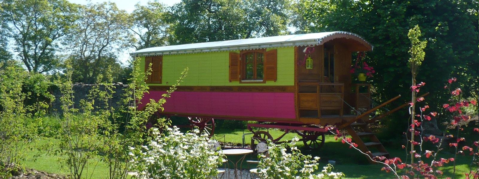 Hébergements insolites et chambres dans le Loiret près de Guédelon pour familles