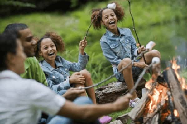 Feu de camp au camping