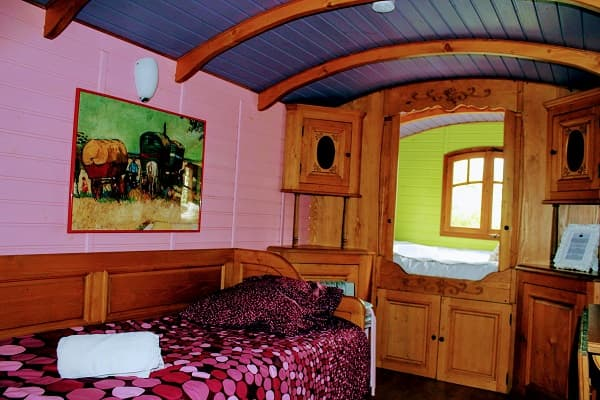 Dormir dans une roulotte gite de charme, pour un week-end ou des vacances écologiques