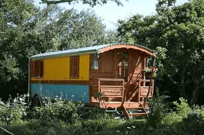 La roulotte, un hébergement insolite de Family Ecolodge